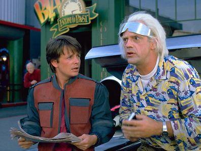 Marty McFly und Dr. Emmett Brown erleben ihr blaues Wunder, als sie in die Zukunft reisen. Viele Accessoires in dem Film gibt es heute tatsächlich.