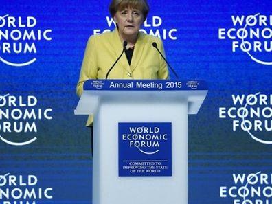 A chanceler alemã, Angela Merkel, que participou quinta-feira num dos painéis do segundo dia do fórum, disse que o plano anunciado pelo BCE não pode fazer com que os líderes dos países europeus deixem de promover as reformas estruturais necessárias.