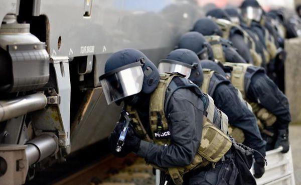 Des hommes de l'Unité spéciale de la Police grand-ducale en action.