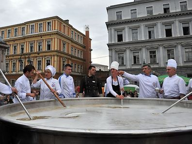 Bosnian chefs attempt to make the world's largest batch of chicken soup in Sarajevo on April 17, 2015. Chefs hope to enter the Guinness Book of Records by cooking 4,124 kilograms of Bosnia's traditional Bey's soup. After the stew was ready it was shared with citizens gathered to observe this record breaking venture. AFP PHOTO / ELVIS BARUKCIC