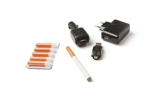 Si le coût pour s'équiper est assez élevé, l'e-cigarette présente en effet l'avantage d'être moins onéreuse que la cigarette classique.