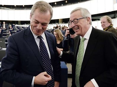 Juncker laughs with Britain's eurosceptic UK Independence Party (UKIP) leader Nigel Farage on October 22, 2014