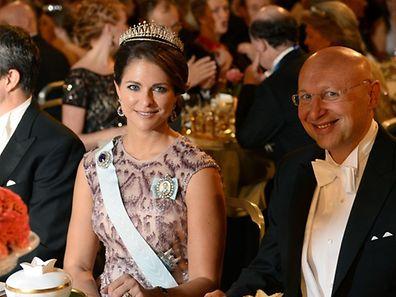 Prinzessin Madeleine, hier neben Eric Betzig, dem Gewinner des Chemie-Nobelpreises, bei der Verleihung am 10. Dezember in Stockholm.
