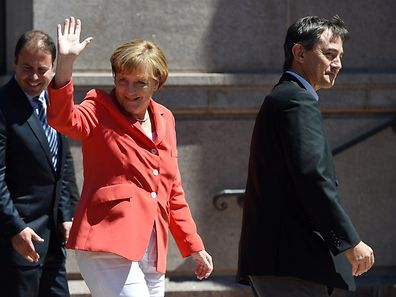 Germany's Chancellor Angela Merkel waves to well-wishers as she arrives at the ANZAC Memorial in Hyde Park in Sydney on November 17, 2014.