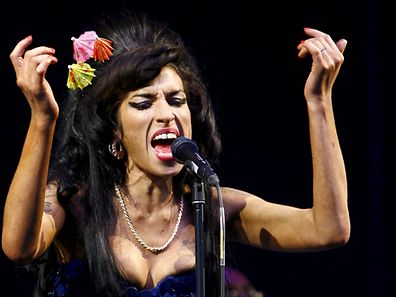 Amy Winehouse au festival de Glastonbury en 2008.