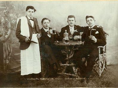 Undatiertes Foto. Albert Schergen mit Freunden.