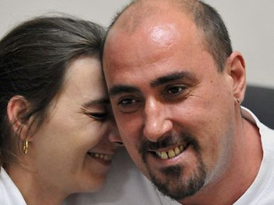 (FILES) In this file photograph taken on March 25, 2008, Sabine Atlaoui (L) visits her husband, convicted French drug trafficker and death row prisoner Serge Atlaoui (R), at Nusakambangan maximum security prison island located off central Java. Relatives and diplomats rushed to an Indonesian prison island on April 24, 2015, ahead of the looming executions of nine foreign drug convicts who are set to be shot in defiance of international anger.  AFP PHOTO / FILES / BAY ISMOYO