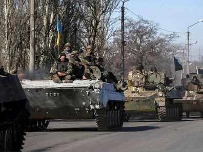 Panzerfahrzeuge der ukrainischen Armee in am Dienstag in Artemivsk (Ostukraine).