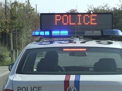 Die Polizei sperrte die Straße zwischen Foetz und Monnerich.
