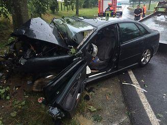 """La voiture est venue s'encastrer violemment dans un arbre bordant la """"Stawelerstrooss"""""""