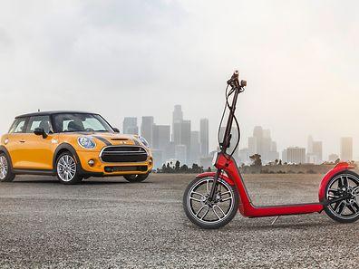 Der Tretroller Citysurfer fährt dank eines Elektromotors bis zu 25 Kilometer ohne Muskelkraft, passt in den Kofferraum aller Mini-Modelle - und angeblich hat die Zweirad-Designstudie beste Serienchancen.