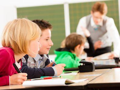 Künftige Grundschullehrer müssen nach ihrer vierjährigen Grundausbildung ein dreijähriges Praktikum absolvieren.