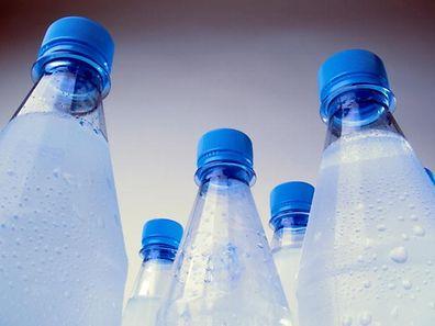 Auch das Wasser in der Flasche hält nicht immer, was es verspricht.