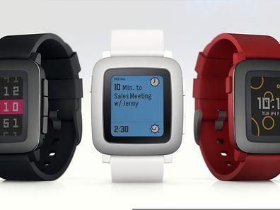 Pebbles nächste Smartwatch kommt mit Farbdisplay. Erste Geräte gibt es ab Mai - wer nicht die Kickstarter-Kampagne unterstützt, wartet länger.