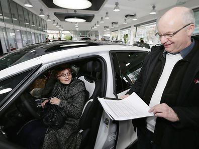 Beim Autokauf lohnt es sich, alle Kostenfaktoren mit in die Waagschale zu legen.