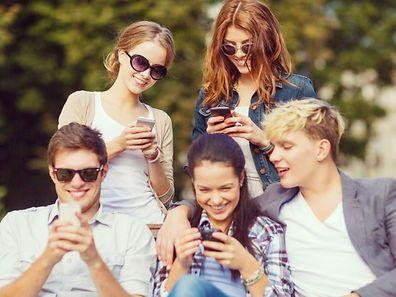 Les adolescents sont 90% à avoir accès ou à posséder un portable, souvent avec accès à Internet.