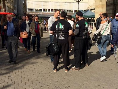 Samedi dernier, quatre hommes habillés tout en noir et se réclamant d'un groupe dénommé «Lux Dawah» ont distribué aux passants de la documentation à contenu islamique dont des traductions du Coran en allemand.