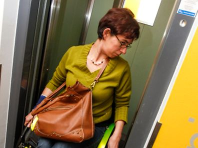 13.10. Gare / Report Rollstuhlfahrer / Weg zur Arbeit / Zug foto. Guy Jallay