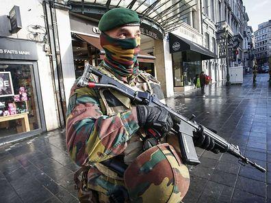 Schwer bewaffnete Soldaten gehörten in den vergangenen Tagen zum Stadtbild in Brüssel.