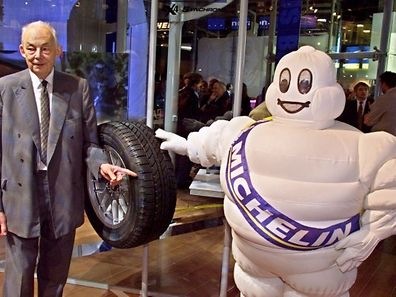 (FILES) A file picture taken on September 29, 2000 shows former director of French tire company Michelin, Francois Michelin, posing in Paris. Francois Michelin died at the age of 89, the Michelin group announced in a press release on April 29, 2015.  AFP PHOTO / GEORGES GOBET