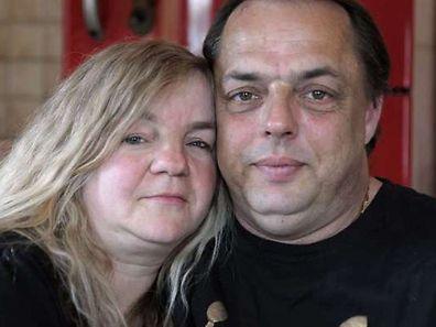 Elisabeth Lorentz pose avec son ex-beau-fils, Eric Holder, avec lequel elle s'est mariée samedi.