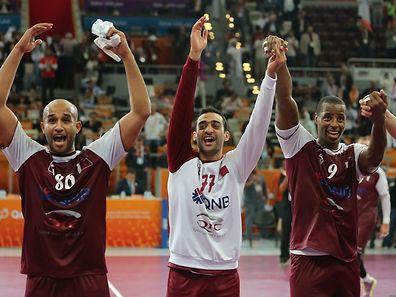 Die katarischen Nationlspieler feiern den Halbfinal-Einzug.