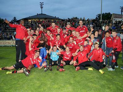 11 Fussball Barragespiel um die Teilnahme an der BGL Ligue zwischen UN Kaerjeng 97 und UNA Strassen in Hesperingen am 29.05.2015 Freude bei Strassen nach dem Sieg