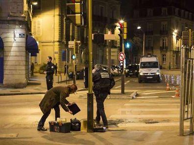 Vers 20 heures dimanche soir, «un véhicule a délibérément percuté des passants, en plusieurs endroits de la ville», a expliqué le ministère de l'Intérieur dans un communiqué publié dans la nuit.