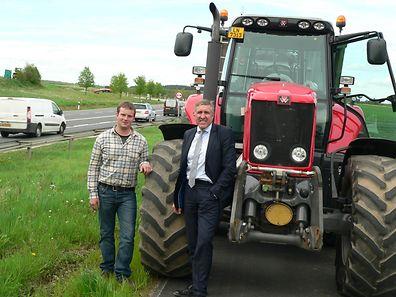 Bauer und Minister starteten zu einer gemeinsamen Traktor-Tour.