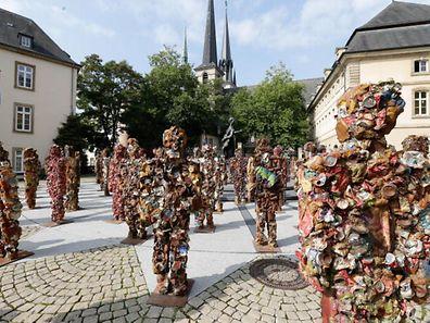 Trash-People de l'artiste allemand HA Schult sur la place Clairefontaine