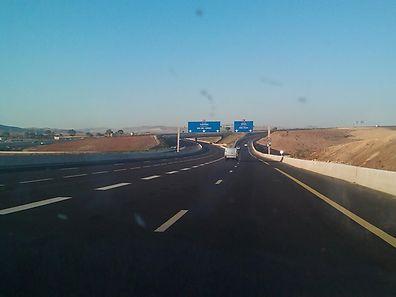 """Autoroute Est-Ouest"": 1216 Kilometer Asphalt für 13 Milliarden Dollar."