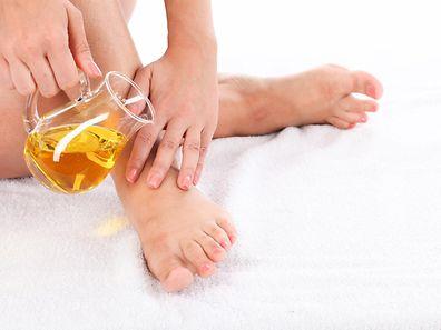 Mit Honig, Rohrzucker und Zitronensaft hat man schnell eine effektive Enthaarungsmischung gezaubert.