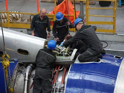 Für größere Inspektionen werden die tonnenschweren Triebwerke ausgebaut und zum Hersteller Rolls-Royce oder General Electric geschickt.
