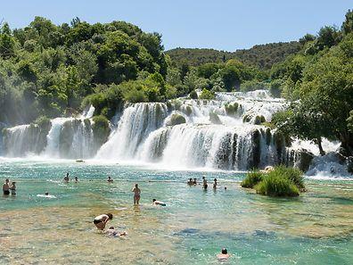 """Der Wasserfall """"Skradinski buk"""" im Nationalpark Krka setzt sich zusammen aus 17 Stufen und ist insgesamt 45,7 Meter hoch."""