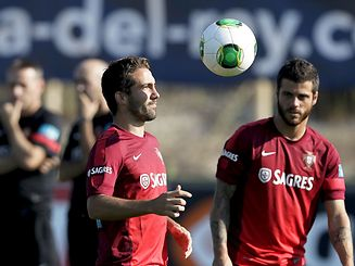 Portuguese national soccer team players Jo�o Moutinho (L) and  Vieirinha during a training session in Obidos, ahead qualifying 2014 FIFA World Cup soccer match against Northern Ireland, Obidos, Portugal, 2 September 2013. PAULO CUNHA / LUSA