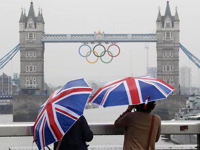 Trotz des gemeinhin schlechten Wetters lieben Touristen die englische Metropole London.