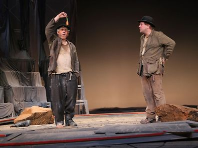 Qu'attend le couple Estragon-Vladimir, interprété par les acteurs Germain Wagner et Jules Werner?