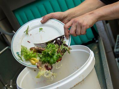 Jeden Tag landen Tonnen von Essensresten aus Kantinen im Mülleimer.