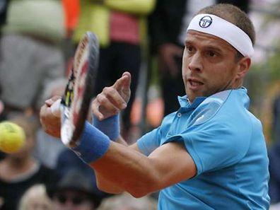 Luxemburg's Gilles Muller returns the ball to Italy's Paolo Lorenzi during the men's first round of the Roland Garros 2015 French Tennis Open in Paris on May 26, 2015.  AFP PHOTO / KENZO TRIBOUILLARD