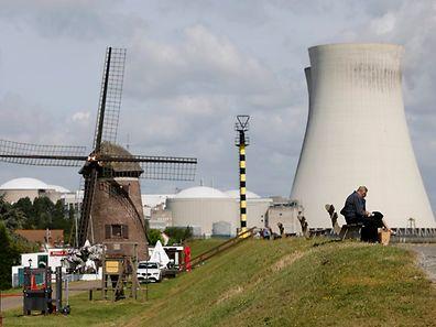 Einer der betroffenen Reaktoren liegt im nordbelgischen Doel. Tihange befindet sich zwischen Charleroi und Liège.