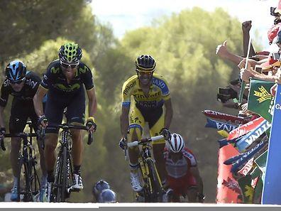 Alejandro Valverde (m.) setzte sich gegen Chris Froome (l.) und Alberto Contador durch.