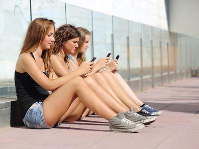 Près de 100% des jeunes sont désormais connectés, indique l'OCDE