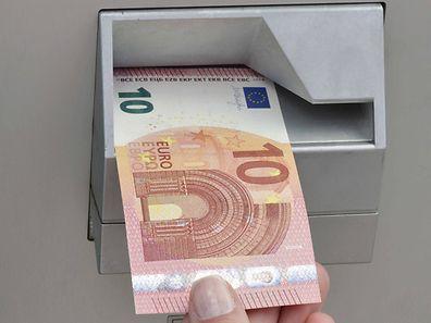 Les caisses automatiques qui acceptent le nouveau billet de 5 euros accepteront aussi celui de 10 euros.