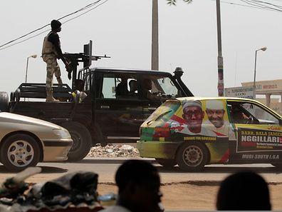 Ein Truck der Armee unterwegs in Jimeta.