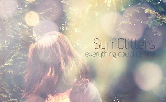 "Sein Debut-Album ""Everything Could Be Fine"" brachte Sun Glitters 2011 auf dem Label ""LebensStrasse Records"" heraus."