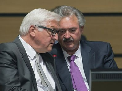 """German Foreign Minister Frank-Walter Steinmeier (L) talks with Luxemburger Foreign minister Jean Asselborn (R) during an emergency meeting of foreign and interior ministers  in Luxembourg on April 20, 2015 following the weekend loss of a ship with some 700 migrants on board. EU foreign affairs chief Federica Mogherini said the bloc had """"no more excuses"""" not to act after the latest migrant disaster in the Mediterranean and demanded """"immediate"""" action. AFP PHOTO/JOHN THYS"""