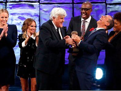 Jay Leno (3.v.l.) erhielt den Preis von Jerry Seinfeld (2.v.r.).
