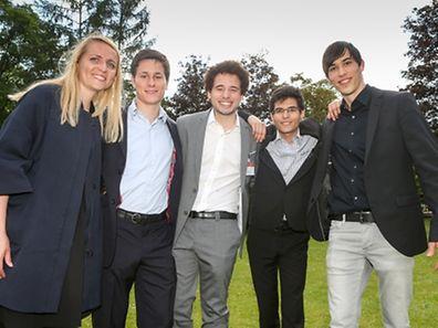 """Die Junior Enterprise """"Jelux"""" zählt insgesamt acht freiwillige Mitarbeiter. Unter ihnen Monica Bogdan (Personalabteilung), Carl Massonneau (Präsident), Raphael Maheus Martins (Vize-Präsident), Aimeric Meselet und Jacques Reiter (v. l. n. r.)"""