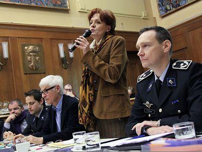 Die Escher Bürgermeisterin Vera Spautz und Donat Donven, Regionaldirektor der Polizei, standen den Einwohnern Rede und Antwort.