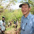 """Der """"verrückte Tony"""": vom belächelten Baumliebhaber zum lächelnden Baum-Guru."""